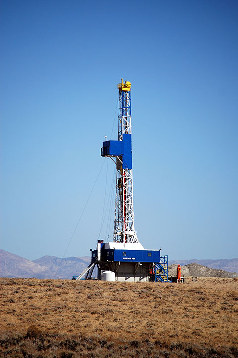 Drill rig operating in Wyoming in pursuit of federally-owned minerals (H/t BLM Wyoming/Flickr, Creative Commons)