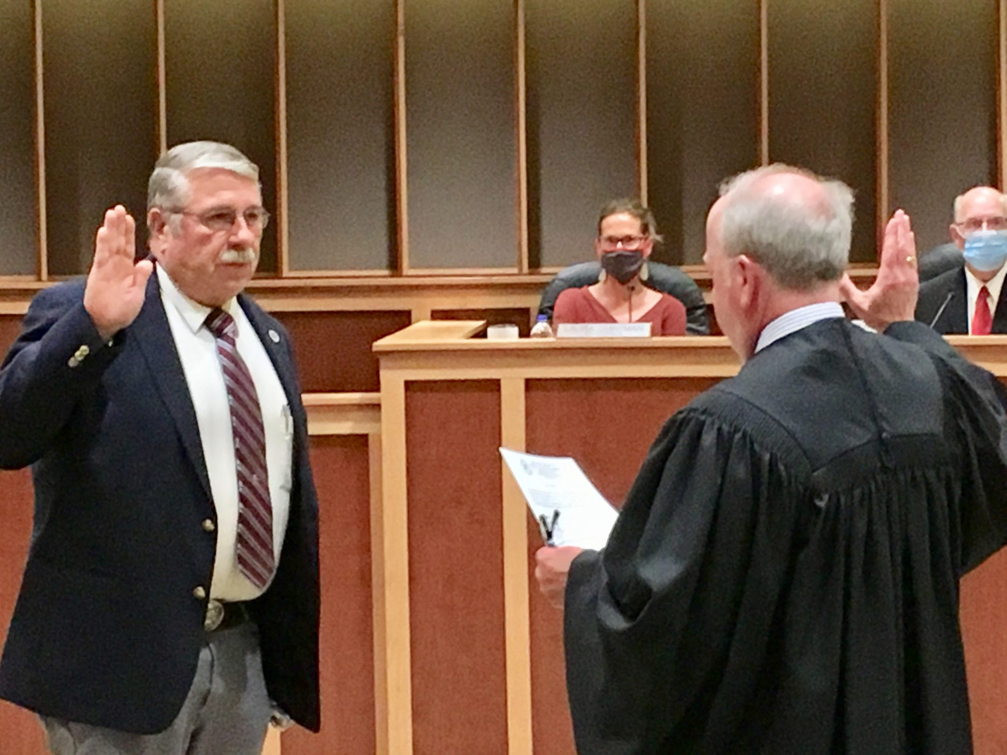 Gregory Schreurs is sworn in by Municipal Court Judge Jeremy Michaels at Tuesday's Gillette City Council meeting.