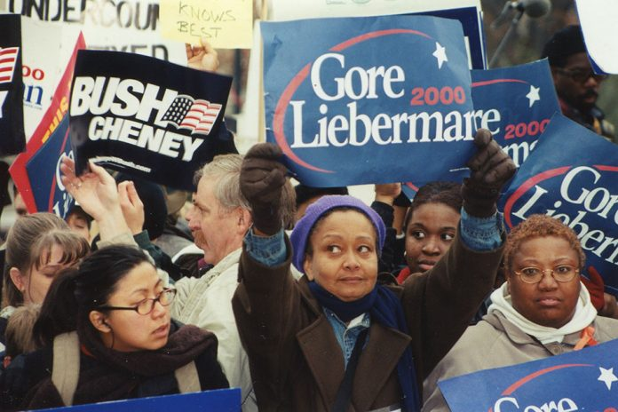 Protest outside the U.S. Supreme Court on December 11, 2000. (Photo courtesy of Elvert Barnes/Flickr, Creative Commons)
